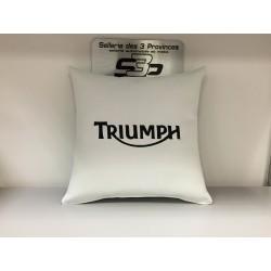 Coussin Triumph + prénom